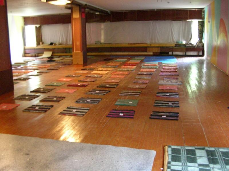 Медитационный зал до начала курса